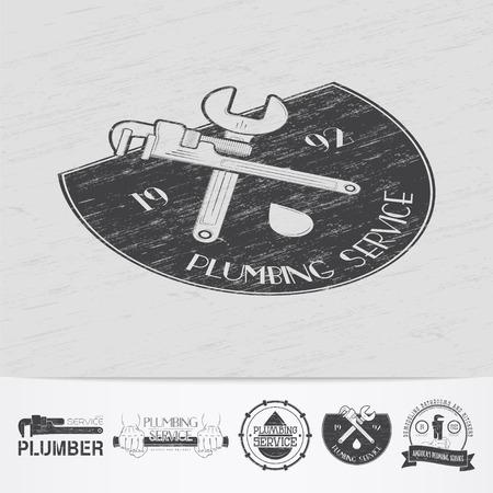 cañerías: Plomería. Reparaciones del hogar. Reparación y mantenimiento de buildings.Old grunge retro vintage. Rasguñado, dañado, efecto sucio. Monocromo etiquetas tipográficos, pegatinas, insignias y distintivos. Ilustración vectorial Flat Vectores