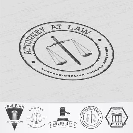 abogado: Servicios de abogado. Oficina de Leyes. El juez, el fiscal, el abogado de etiquetas de la vendimia. Escalas de la justicia. Viejo grunge retro vintage. Tipogr�fico etiquetas, pegatinas, insignias y distintivos. Ilustraci�n vectorial Flat