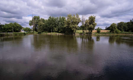 Provincial rural landscape, Ukrainian village by the lake Foto de archivo