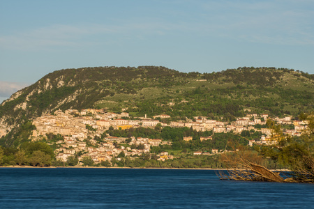 Barrea See, Nationalpark Abruzzen, Italien Standard-Bild - 78416171