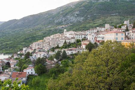 Barrea See, Nationalpark Abruzzen, Italien Standard-Bild - 78416238