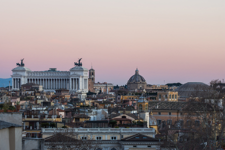 Altar of the Fatherland in a Panoramic View at sunest, Rome, Italy Standard-Bild - 95959322
