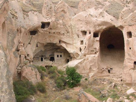 kappadokien: Rose Tuff-Formation in Kappadokien mit viele T�ren und Fenstern von alten H�hle Wohnh�usern und chuches