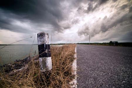 drawback: Boundary mark on the road