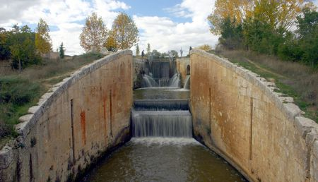castilla: Lock at the canal de Castilla, Palencia, Spain