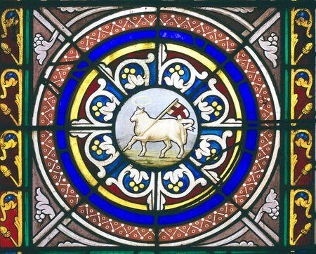 drapeau anglais: Fen�tre d�crivant l'agneau de Dieu portant le drapeau Anglais en Chetwode �glise paroissiale (ancienne abbaye) dans le Buckinghamshire, en Angleterre
