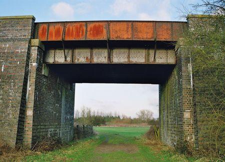 disused: Ingl�s antiguo en desuso puente ferroviario