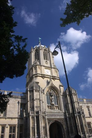 """Torre principal del Christ Church, Oxford, Reino Unido, el nombre de la campana """"Old Tom"""" hauses. Christ Church es uno de los colegios de la Universidad de Oxford y, al mismo tiempo la iglesia Catedral de la diócesis de Oxford.  Foto de archivo - 2318247"""