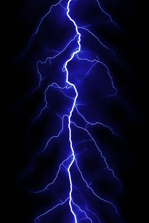blitz symbol: Blue Lightning Bolt �ber schwarzen Himmel