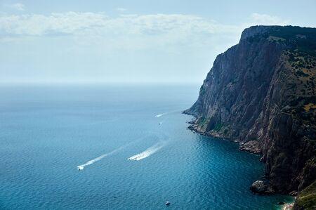 Rocks sea, the yacht goes along the waves Banco de Imagens