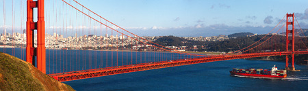 Golden Gate Bridge and a container ship Stock fotó - 118974599