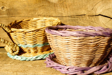 wicker baskets on a wooden background Banque d'images