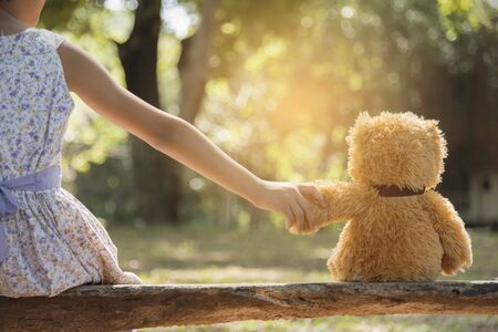 teddy bear is a best friend for all little cute girl. Child autism can be more happy and fun when they're play in family. Feel love and care. Family Friendship Concept. Foto de archivo