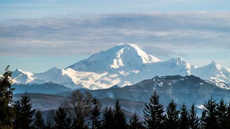 Uitzicht op Mount Baker in de staat Washington van de Fraser Valley