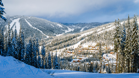ski runs: View of the village of Sun Peaks from the ski runs on Mount Morrisey in the Shuswap Highlands of central British Columbia, Canada