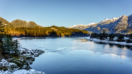 fraser river: The Fraser River as it flows past the town of Hope at the Western End of the Fraser Canyon in British Columbia, Canada