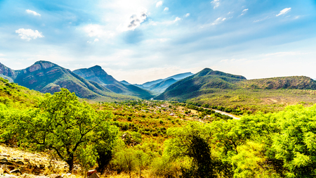 View of the Valley of the Elephant with the village of Twenyane along the Olifant River in Mpumalanga Province in northern South Africa Standard-Bild