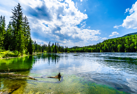 Clearwater Lake in Wells Gray Provincial Park, British Columbia, Canada . The lake is high up in the Cariboo Mountains and feeds the Clearwater River and then the Thompson River 版權商用圖片