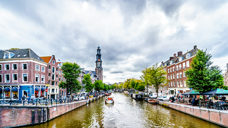 Amsterdam, the Netherlands - Sept 28, 2018: The Westerkerk church with the Westertoren tower seen from the intersection of the Leliegracht and Prinsengracht canals in the Jordaan neighborhood 에디토리얼