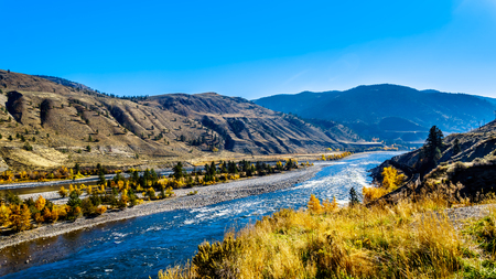 Fall colors surrounding the Thompson River, just north of the town of Spences Bridge on the Fraser Canyon route of the Trans Canada Highway in British Columbia, Canada 版權商用圖片 - 118199599
