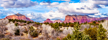 Panorama of the Red Rock Mountains around the city of Sedona in Northern Arizona in Coconino National Forest in the United States. From left to right, Cathedral Rock, Bell Rock, Courthouse Butte Stock fotó