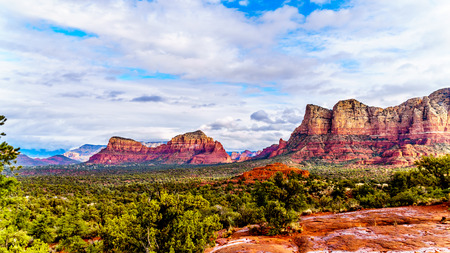 The Red Rocks of the Munds Mountain Range and Twin Buttes near the town of Sedona in northern Arizona in Coconino National Forest, USA Reklamní fotografie