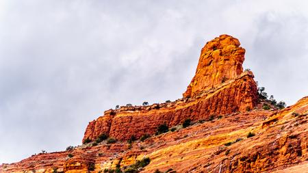Closeup of the red sandstone peak of  Steamboat Rock at the Oak Creek Canyon near the Midgely Bridge on Arizona SR89A, just north of Sedona, Areizona, USA Reklamní fotografie