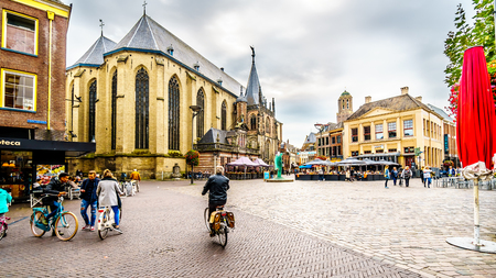 Zwolle, Overijselthe Netherlands - Oct. 4, 2018: People walking, biking and hanging out at the center square, named Grote Plein, in the historic hanseatic city of Zwolle Redactioneel