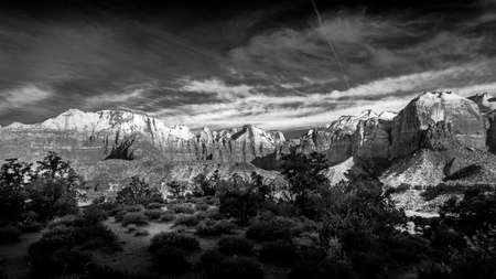 Black and White Photo of Mt. Kinesava and The West Temple in Zion National Park in Utah, USA during an early morning hike on the Watchman Trail Archivio Fotografico