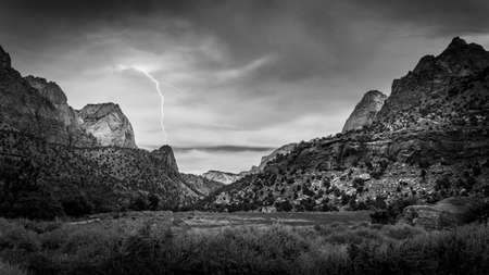 Black and White Photo of the Majestic Sandstone Mountains at both sides of the Pa'rus Trail which follows along and over the meandering Virgin River in Zion National Park in Utah, USA Archivio Fotografico