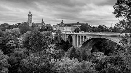 Black and White Photo of the Pont Adolphe (Adolphe Bridge) and Vall de la Ptrusse (Petrusse Park), with  the Tower of Muse de la Banque on the left in the city of Luxumbourg Stok Fotoğraf