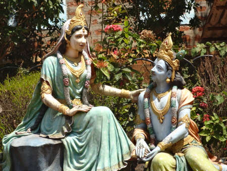 karnataka: Arte del �dolo Radha Krishna en Hosanadu Kodyadka Annapoorneshwari Templo moodbidri en Mangalore Karnataka Sur de la India