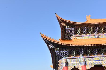 traufe: Eaves des Tempels