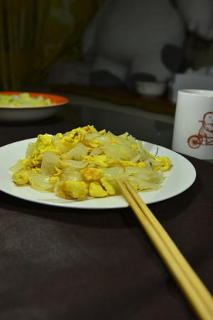 huevos revueltos: huevos revueltos cebolla