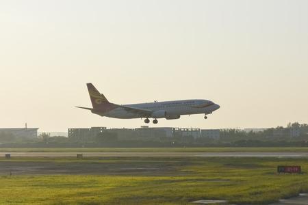 Hainan Airlines passenger plane is taking off, landing, landing at Guangzhou Baiyun Airport