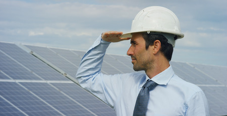 Engineer expert in solar energy photovoltaic panels with remote control performs routine actions for system monitoring using clean, renewable energy. concept applied to the remote support technology. Stockfoto - 113337950