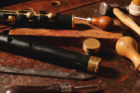 Composition of tools that a craftsman uses to build sweet flutes and crosspieces, made exclusively by hand and precious wood or ivory, in his own laboratory. Concept of: music, tradition Stock fotó