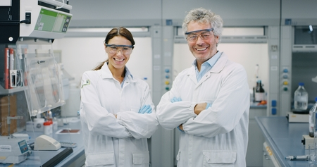 Close-up of a scientist looking at a laboratory. Concept: research, biochemistry, pharmaceutical medicine Banco de Imagens