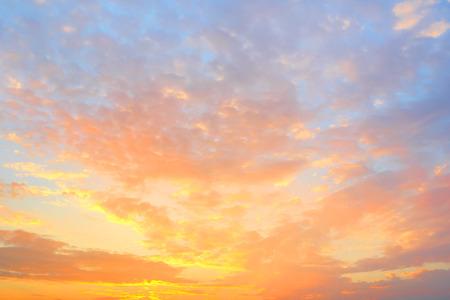 황금 하늘 배경