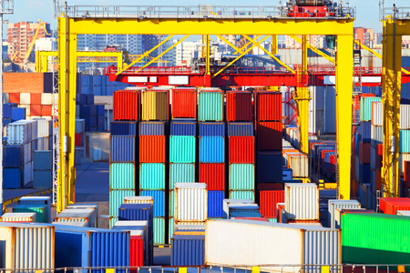 shipping container: Business and logistics. Cargo transportation and storage. Equipment containers.