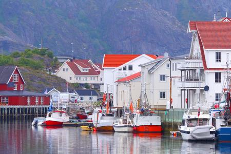 Noorwegen, fjord.Fishing dorp. Lofoten Islands.