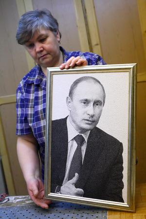guarantor: Vyritsa, Leningrad region, Russia-14 of February, 2012:Production of weaver