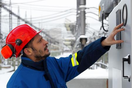 electricidad: El trabajador de la central Foto de archivo