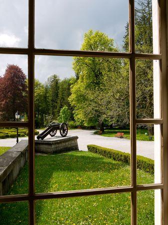 Beautiful Blick durch die Fenster am historischen park