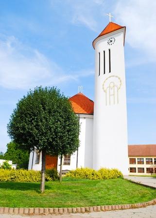 Fachada de la hermosa iglesia cristiana moderna Foto de archivo - 8874380