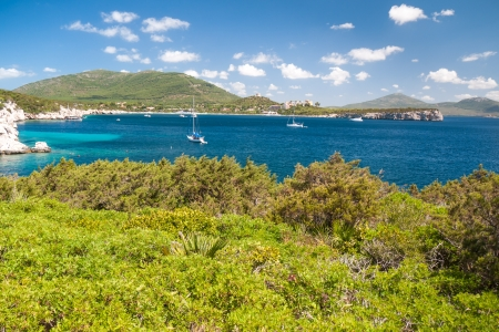 Beautiful Sardinian bay with several anchorage yachts 스톡 사진