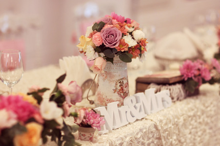 Beautifully decorated wedding table with flowers and MR&MRS letters Archivio Fotografico