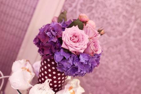 Mooi boeket van paarse en roze bloemen