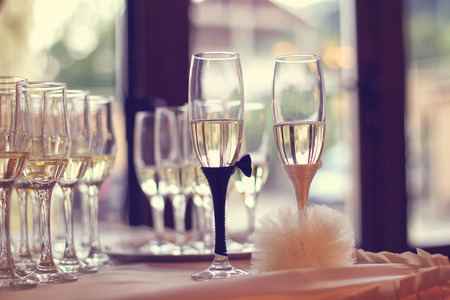campagne: Glasses filled with campagne on wedding day