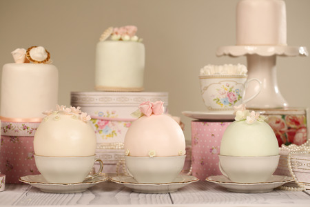 sugarpaste: mini cakes with icing